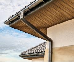 Lietvamzdžio apkabos laikiklis su kaiščiu 220 mm, GAMRAT (PVC), ZN
